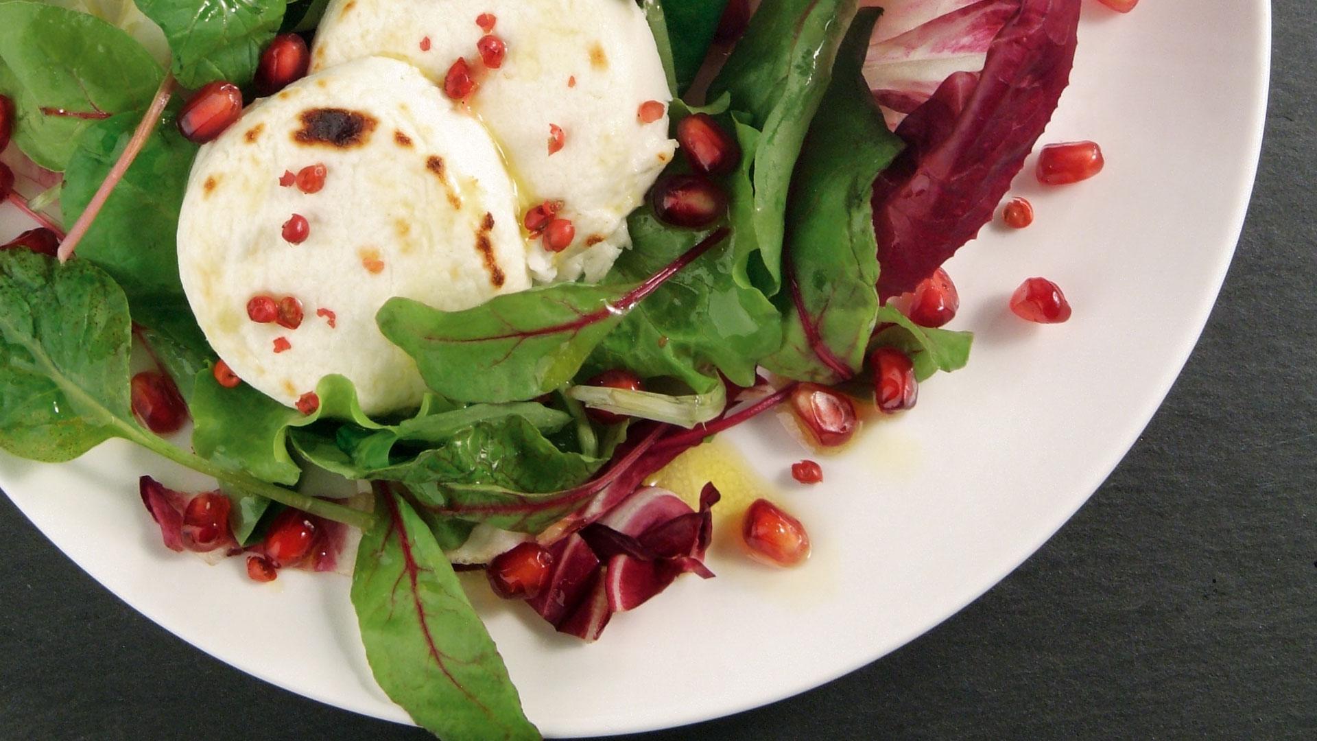 Granatapfel-Salat mit Radiccio und Ziegenkäsetalern Rezept | tegut...