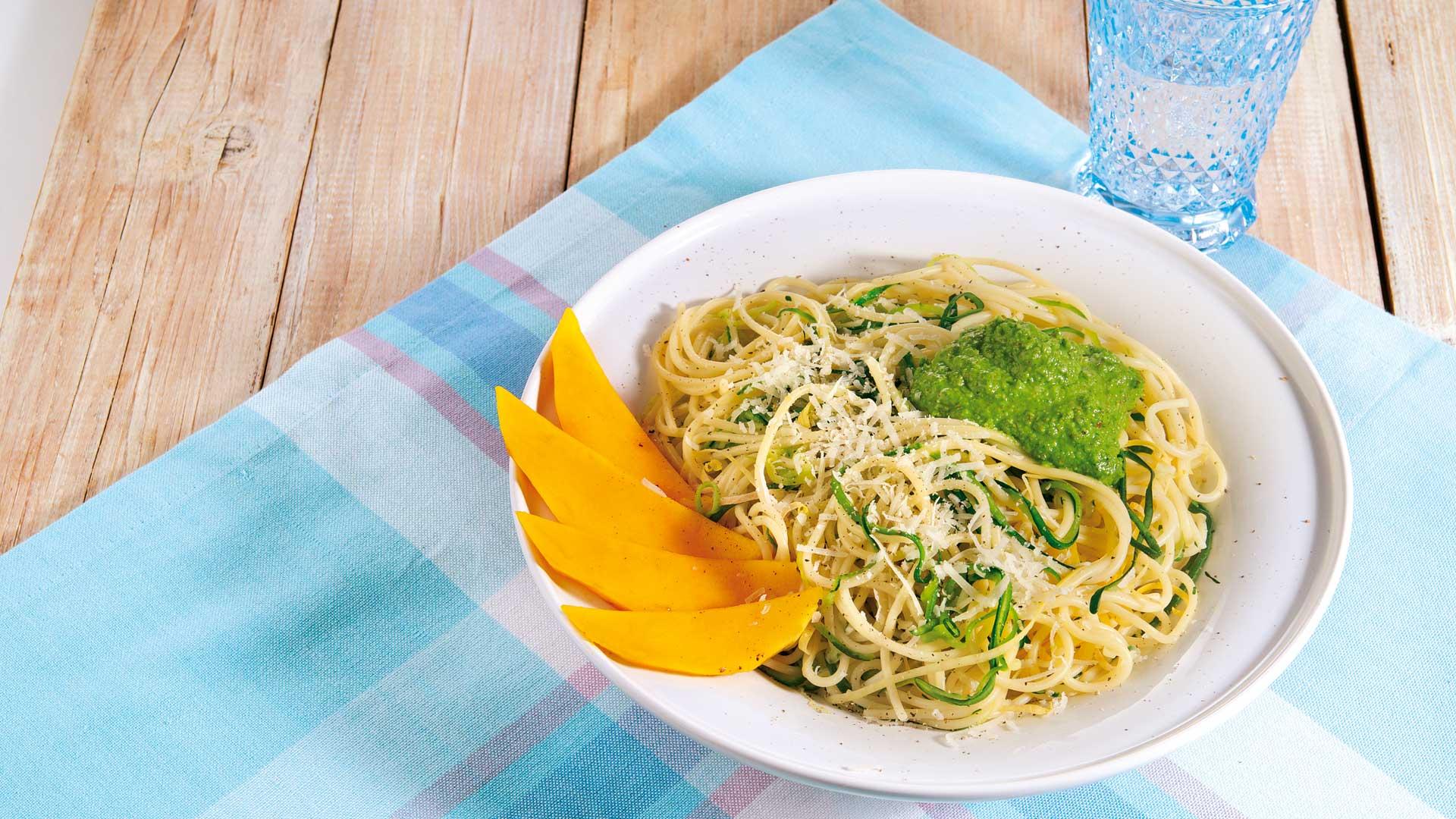 Zucchini Nudeln Mit Mandel Pesto Rezept Tegut