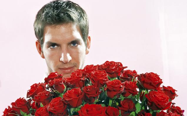 Schön Mann Mit Rosen In Der Hand