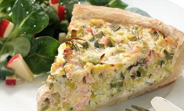 lauch lachs quiche mit feldsalat rezept tegut. Black Bedroom Furniture Sets. Home Design Ideas