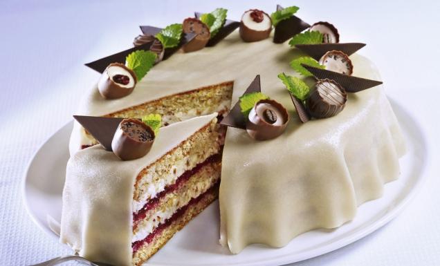 Marzipantorte mit wild preiselbeeren rezept tegut - Torten dekorieren mit marzipan ...