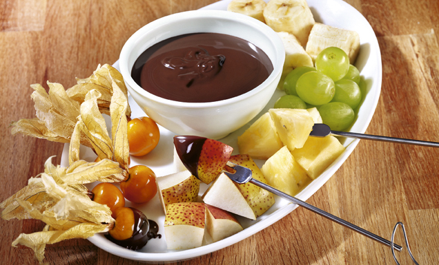schokoladen fondue mit fr chten rezept tegut. Black Bedroom Furniture Sets. Home Design Ideas